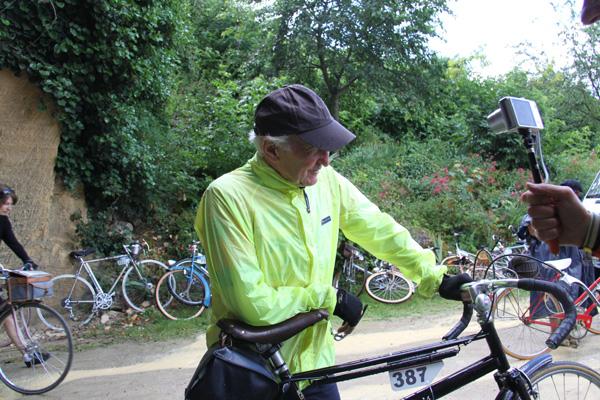 Peter sur un PAris Cycles noir