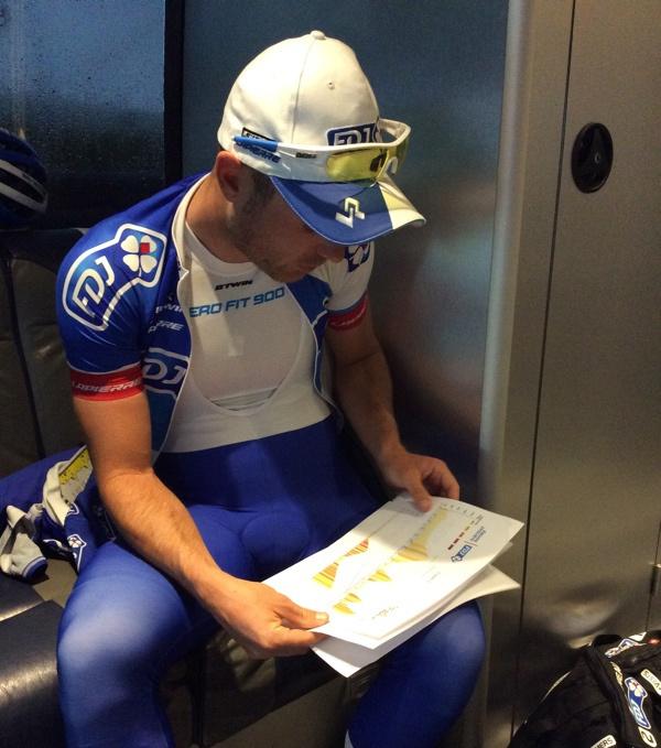 Briefing d'avant course équipe cycliste Pro FDJ - Tour de Romandie 2015 - © Julien Pinot