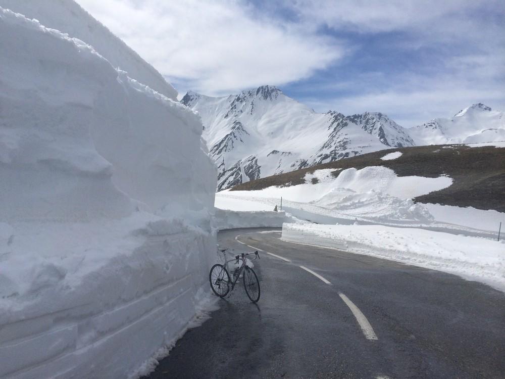 Col du Galibier - mur de neige à l'approche du sommet - crédit ©Fred Bousseau