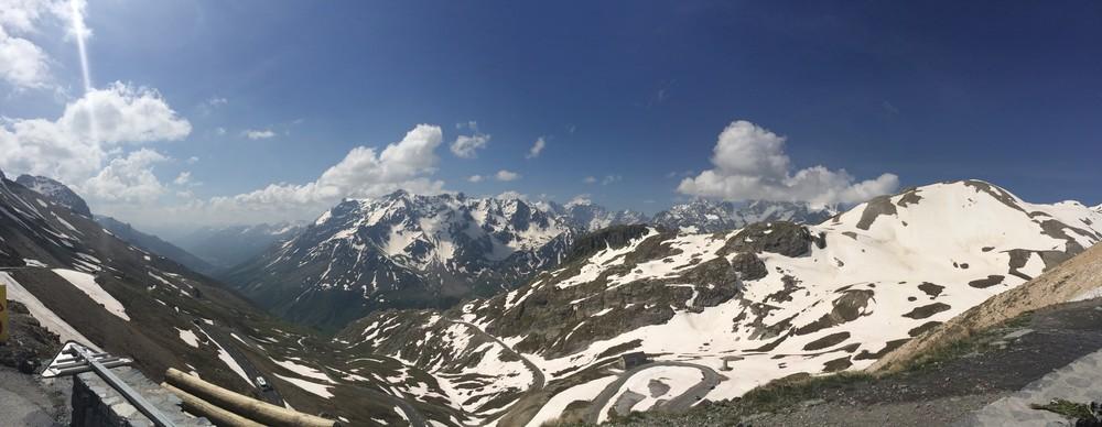 Col du Galibier - vue sur les Ecrins depuis le sommet du col - crédit ©Fred Bousseau