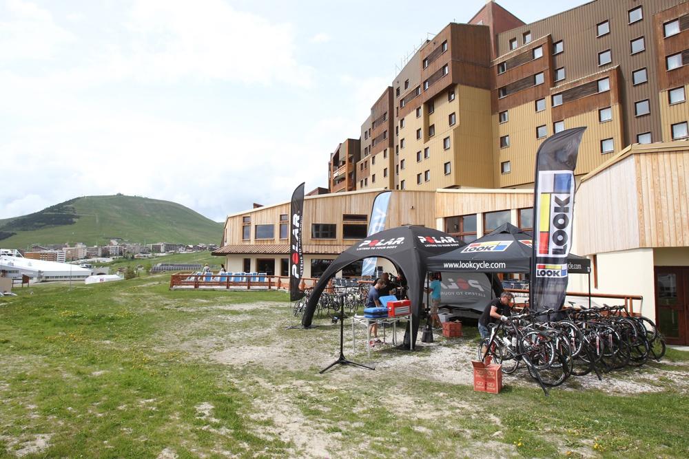 Polar a choisi l'Alpe d'Huez, lieu mythique de l'histoire du cyclisme, pour annoncer les nouveautés 2015 à venir - crédit ©Polar