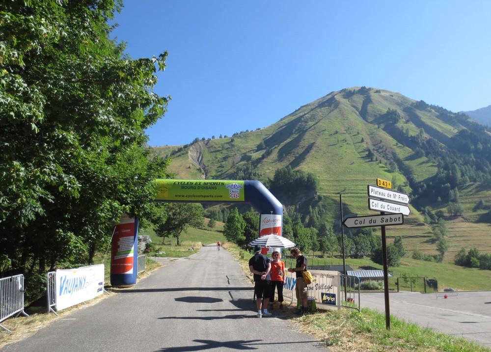Oisans Col Series - Col du Sabot - Début de l'ascension réservée aux cyclistes - © Track & News