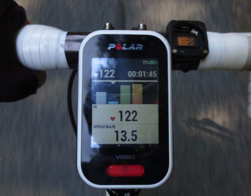 Polar V650 - Données cardiaques (haut, temps cumulé passé dans chaque zone) - crédit @ Track & News