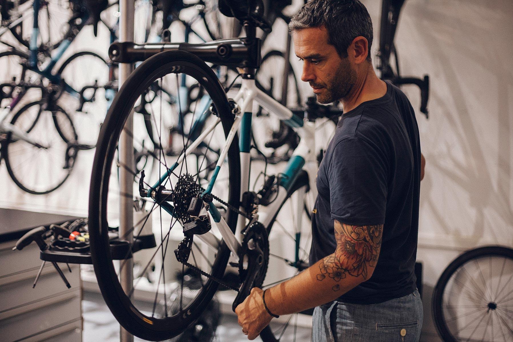 William-Café-du-Cycliste-mechanic