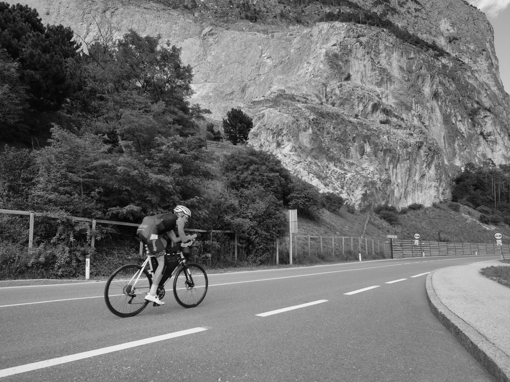 Prolongateurs et bike packing sont les attributs indispensables du cycliste d'ultradistance - photo Camille Macmillan