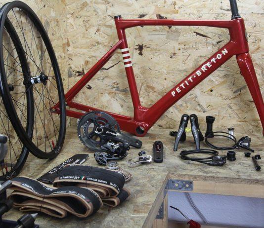 Petit-Breton conçoit et fabrique des vélos en carbone sur mesure.
