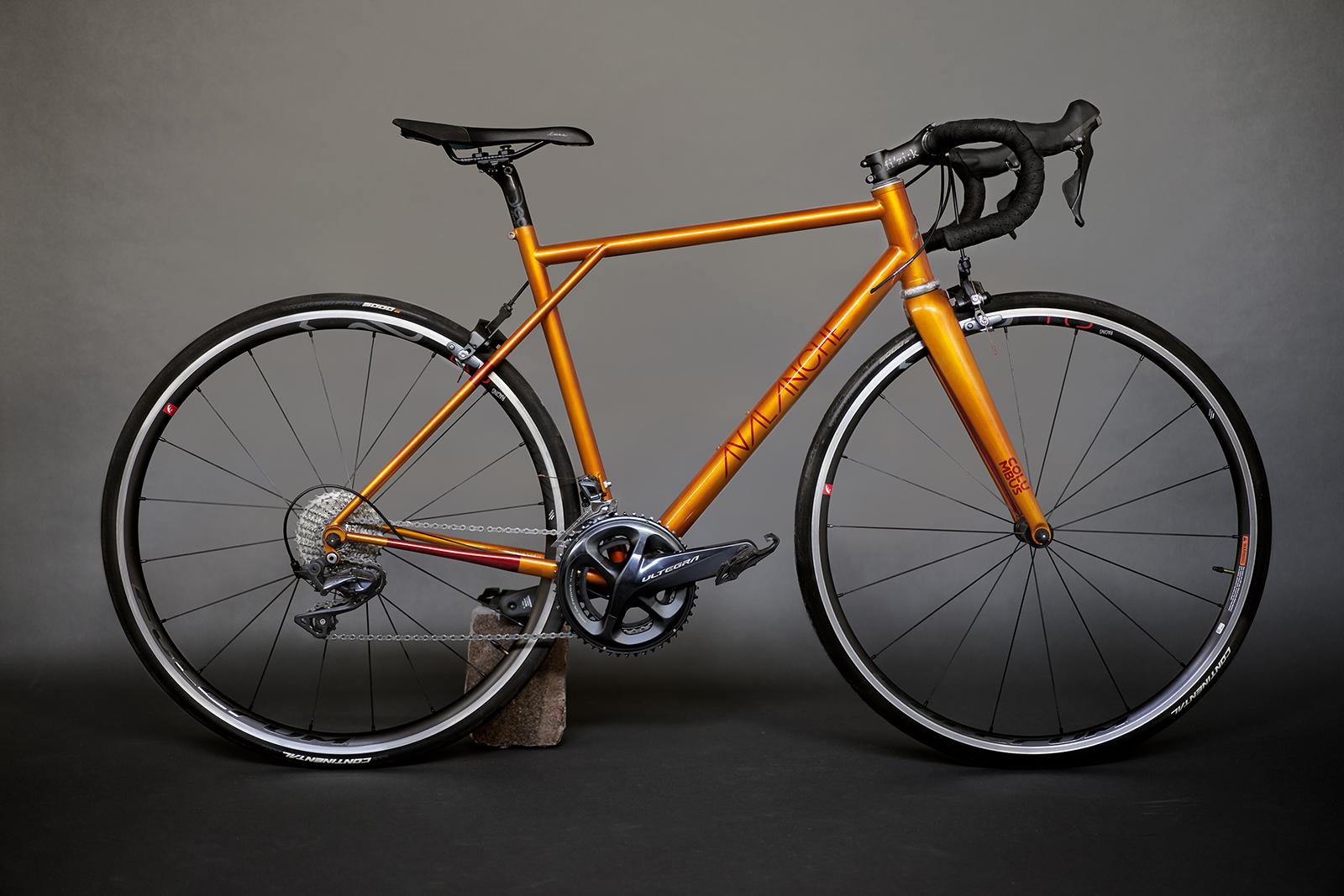 Aujourd'hui 2 vélos sillonnent au quotidien les rues Parisiennes - photo ®FRANCOIS-REGIS DURAND-2020