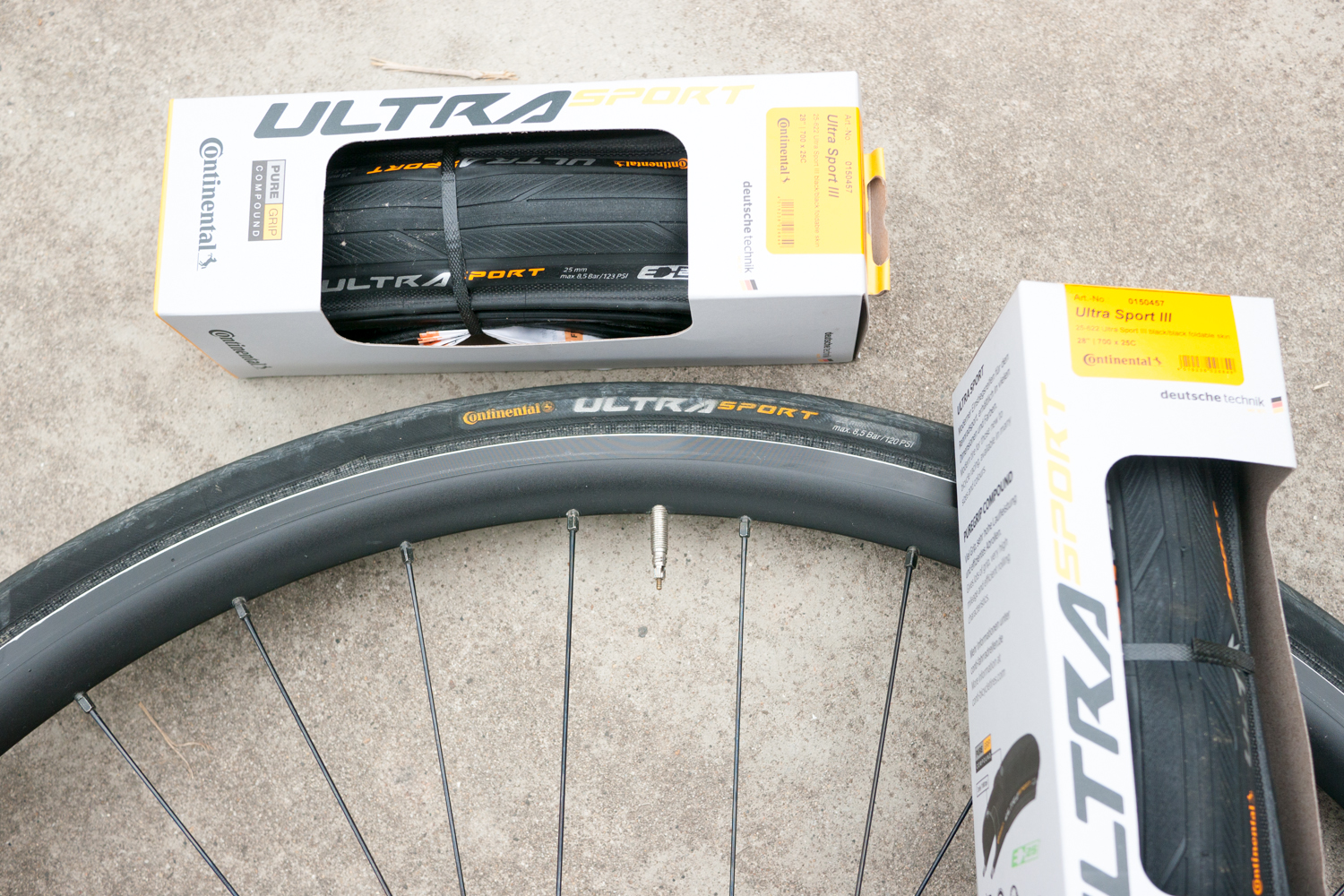 Road cycling tyres Continental Ultra Sport III 3 HPlusSon rims