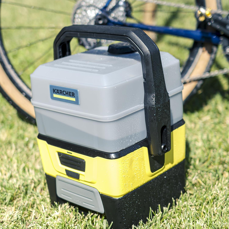Le kit Aventure constitué d'une brosse et d'un tuyau, s'intègre parfaitement dans une boîte noire qui devient le socle de votre nettoyeur - photo Philippe Aillaud