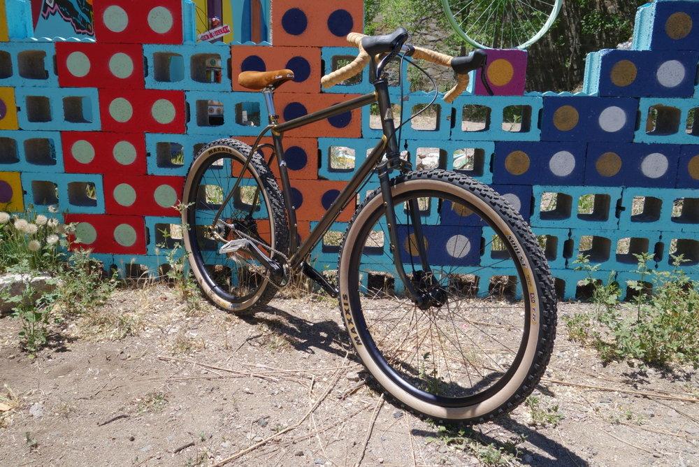 """Certains artisans ou fabricants de petites séries proposent des engins bien étranges, comme ce """"El Continente"""" de Moné Cycles - Capture d'écran site Moné Cycles"""