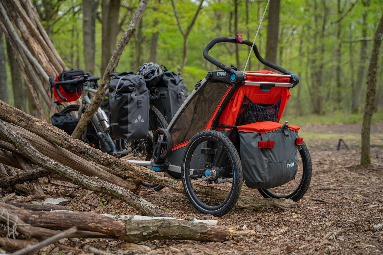 Le Thule Chariot Cross (1 place) Bike Café Jeanne Lepoix voyage à vélo en famille