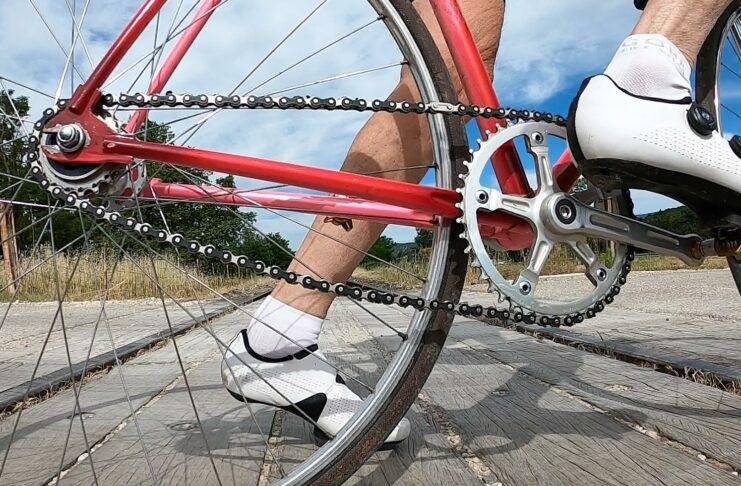 Pourquoi rouler petits bras ? Longueur des manivelles de vélo
